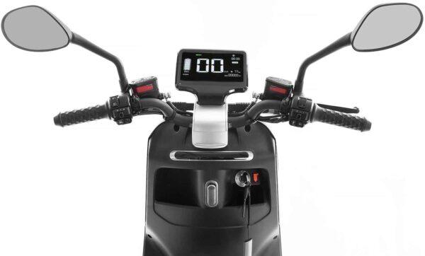 SXT Yadea G ESCG. schwarz matt Lenker Armaturenbrett